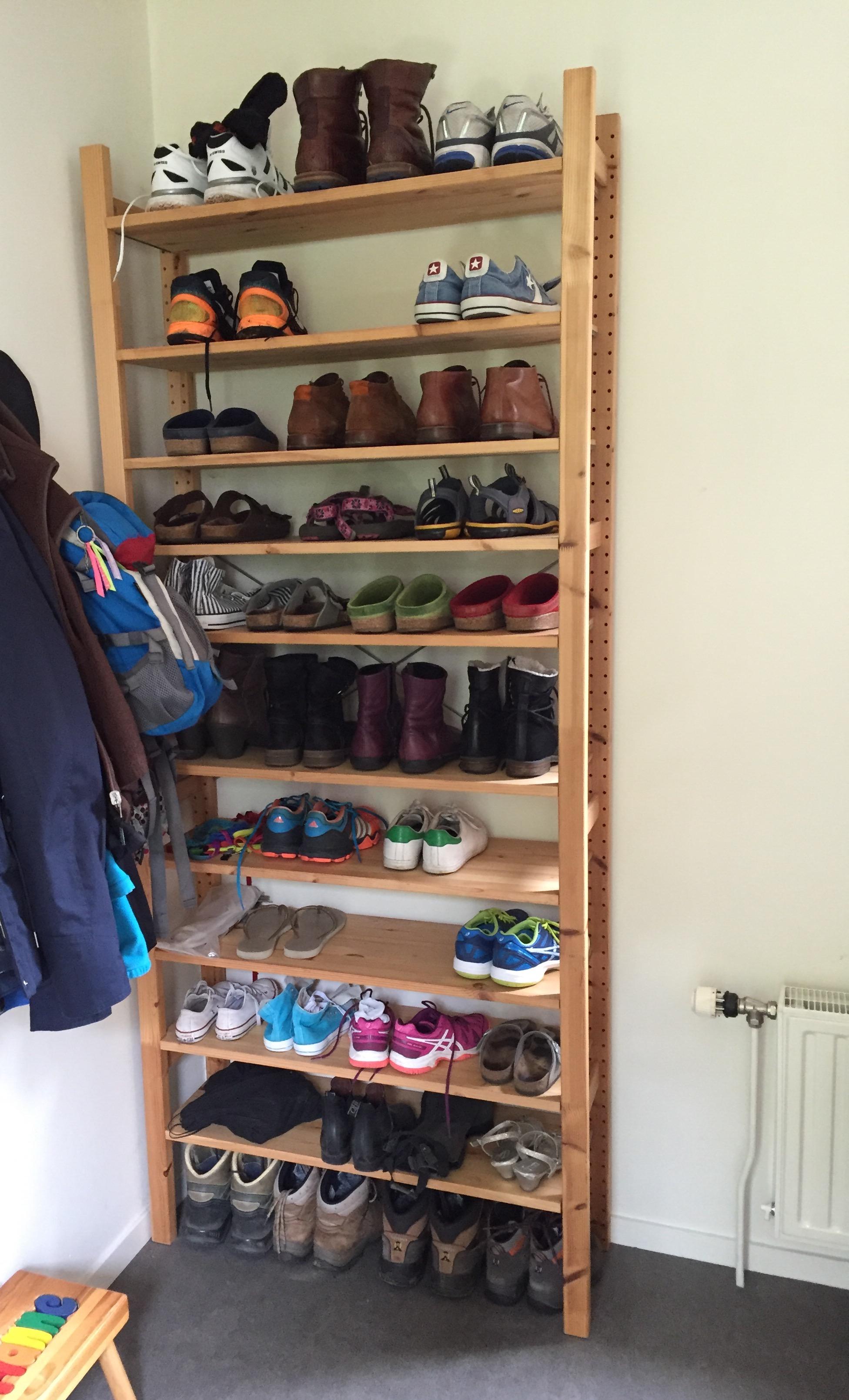 Schoenenkast Voor Heel Veel Schoenen.Hoe Bewaar Je 44 Paar Schoenen Op Minder Dan Een Halve Vierkante Meter